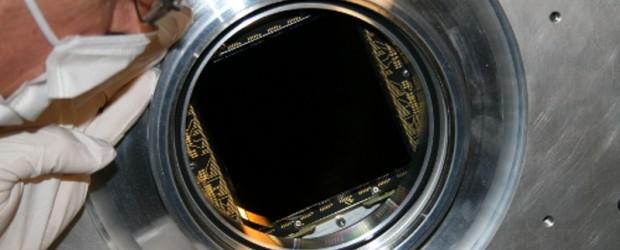 Wissenschaftler und Ingenieure des Astrophysikalischen Instituts Potsdam (AIP) der Universität von Arizona und der Firma STA in Kalifornien haben einen extrem großen CCD (charged coupled device) Detektor für besonders lichtschwache […]
