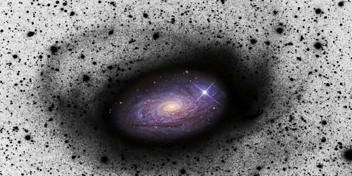 Spiralgalaxien wie unsere Milchstraße wachsen, indem sie sich kleinere Zwerggalaxien einverleiben. Dabei werden die Zwerggalaxien massiv verzerrt, und um die Spiralgalaxie herum entstehen surreal anmutende Ranken und Sternströme. Nun konnte […]